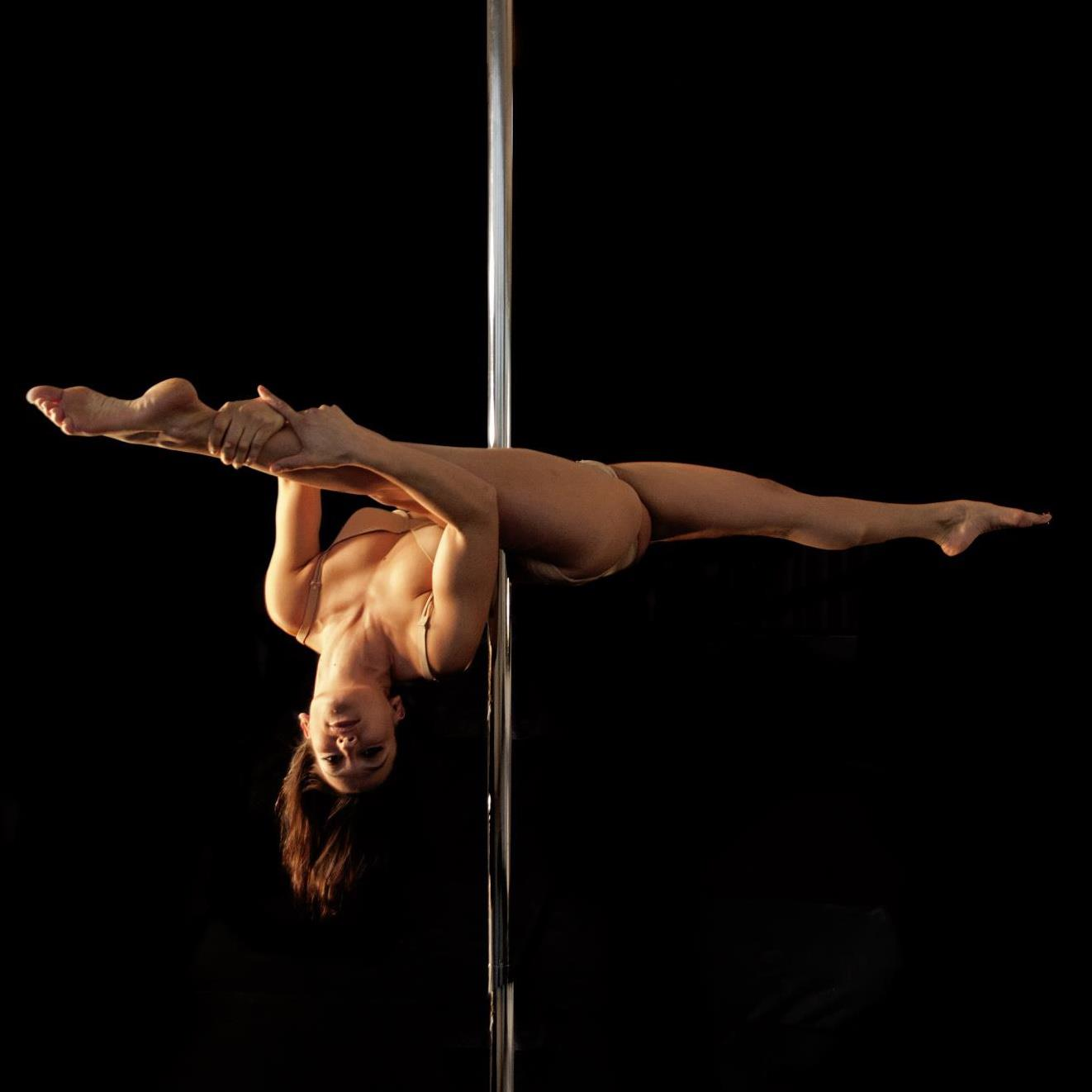 artistes pour num ros mat chinois ou pole dance troupe eklabul. Black Bedroom Furniture Sets. Home Design Ideas