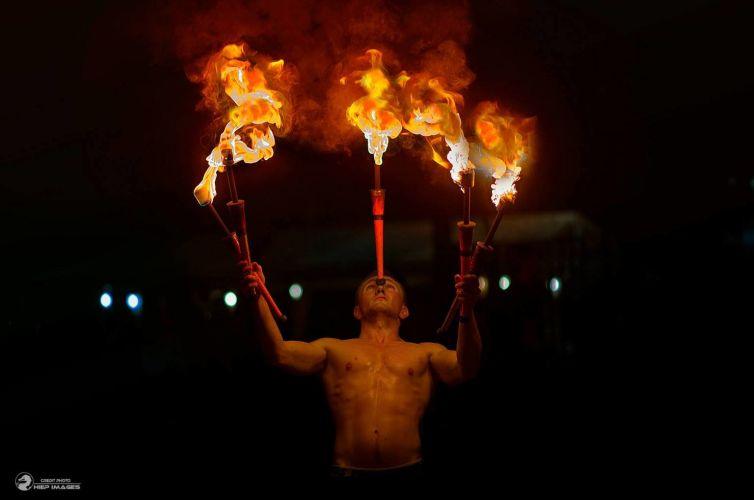 JUGGLERS & FIRE DANCERS