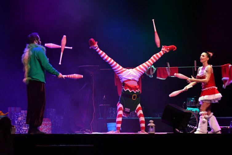 New : Le Costume du Père Noël à 3 artistes